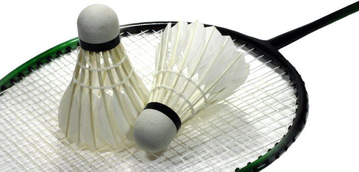 Veškeré vybavení potřebné pro badminton pěkně pohromadě.