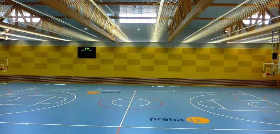 Moderně vybavená víceúčelová sportovní hala volnočasového centra Jedenáctka Chodov.