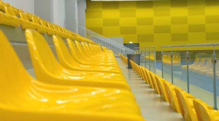 Do hlediště sportovní haly Jedenáctka Chodov se vejde více jak 300 diváků.
