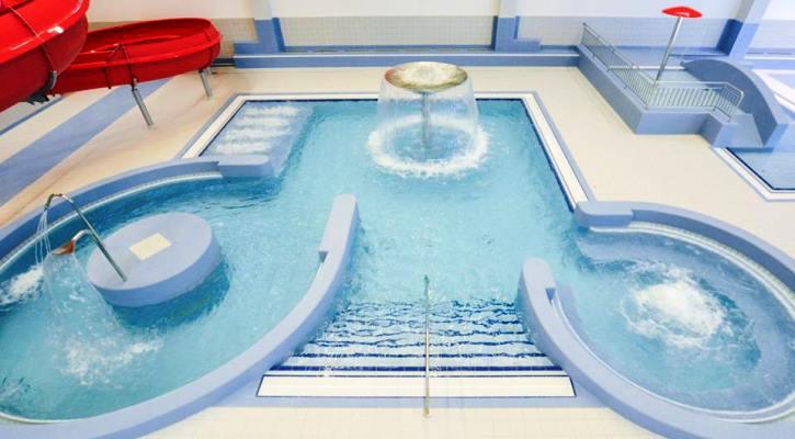 Rekreační bazén Jedenáctka Chodov s vodními atrakcemi