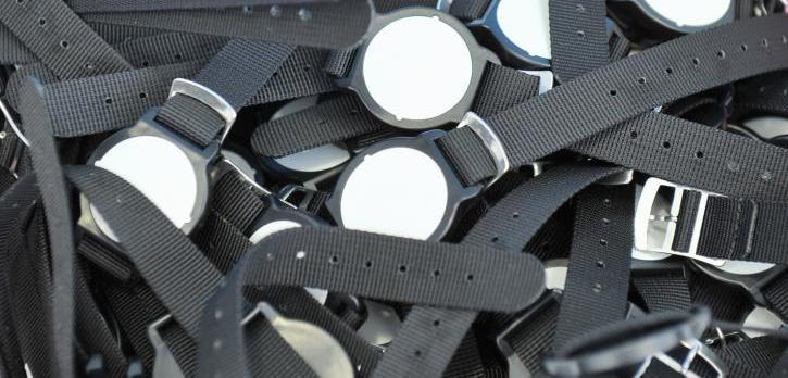 Náramkové čipy pro čerpání služeb v areálu vodního světa Jedenáctka.